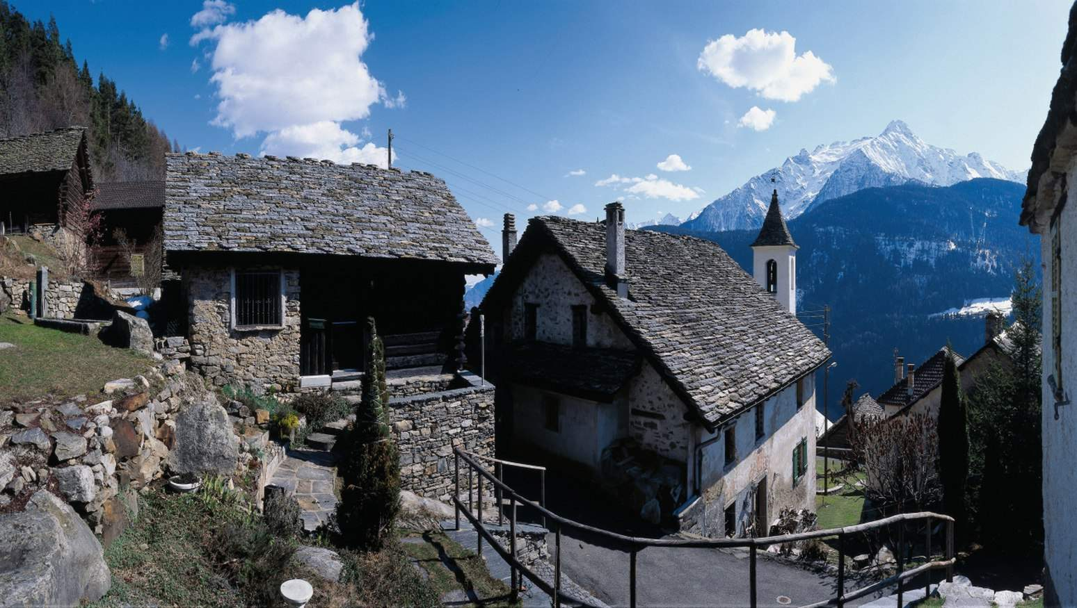 Casafile immobilien im tessin und ferienh user villen for Immobilien im